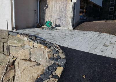 sprangstensmur_asfalt_betongplattor