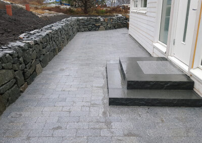 sprangstensmur_granitplattor
